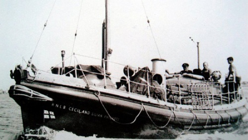 RNLB Cecil and Lilian Philpott, the Newhaven Lifeboat. Her mission almost ended in disaster when she ran aground at Dunkirk and was left high and dry for four hours. Having been re-fl oated, she returned with 51 soldiers on the 3rd of June 1940. Image Courtesy Newhaven Local and Maritime Museum